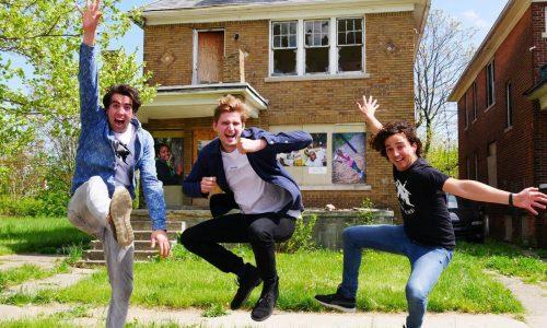 Drie studenten bouwkunde uit Delft verbouwen huis in Detroit dat ze kochten voor één maand stufi