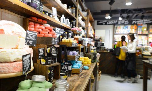 Lush opent eerste verpakkingsvrije winkel in Milaan